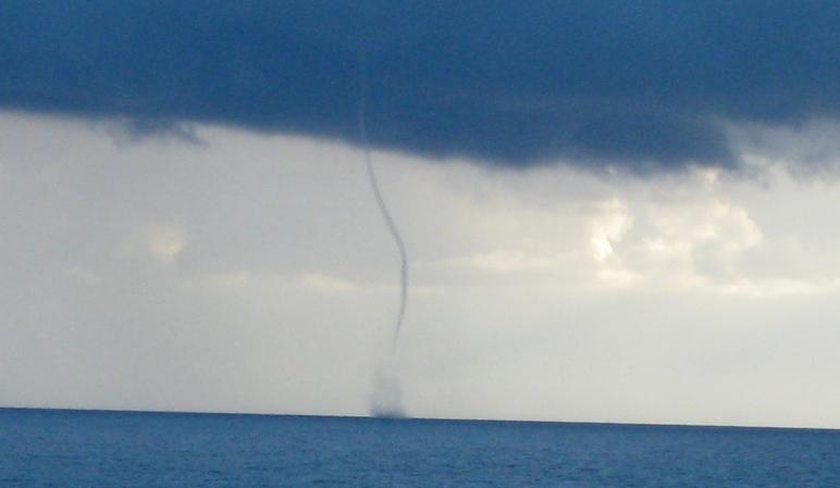 Avistamos un tornado navegando el Océano Atlántico, en los 42º de latitud.