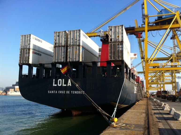 El Lola atracado en la Darsena Toscana del puerto de Livorno.