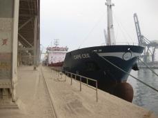 El Cabo Cee atracado en los polvorientos muelles de Casablanca