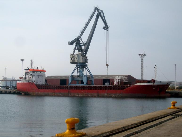 El buque en el que navegaré los próximos meses, atracado en el puerto de Sagunto.