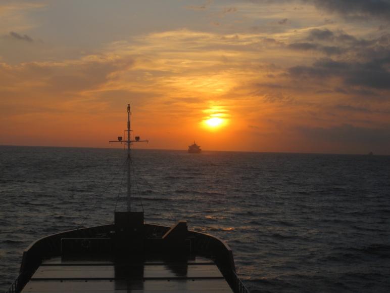 Navegando hacia Poniente, próximos a embocar el Estrecho de Gibraltar.