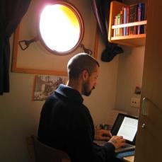 El Navegante escribe en su camarote