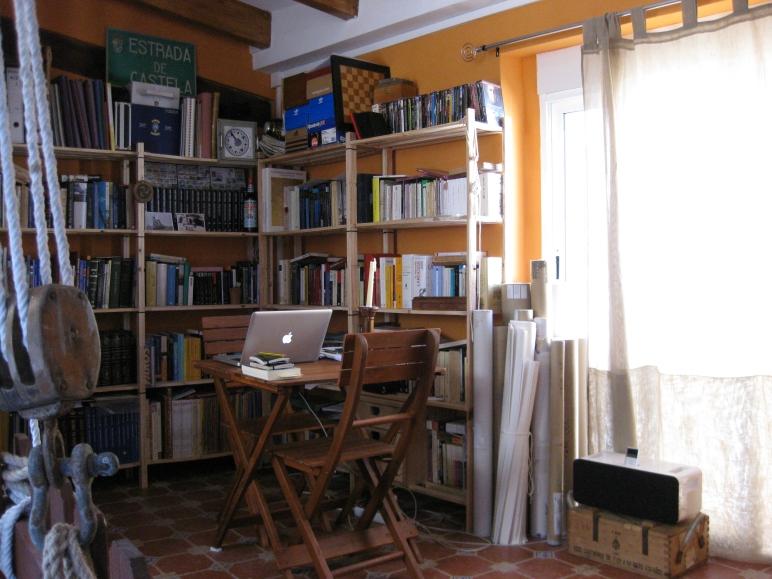 El pequeño rincón de casa desde el que escribo.